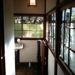 一二三本店 - はなれの廊下。トイレも木張りの和式。