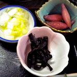 上三依きすげの郷 - 小鉢は、白菜のお漬物、きゃらぶきとみょうがの酢漬けでした