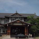 メインダイニングルーム 三笠 - 奈良ホテル玄関