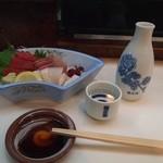 梅田 吉野寿司 - お造り盛り合わせ & 燗酒