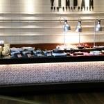 天壇 三雲店 - バイキング台です、サラダから揚げ物、チジミ、デザートまであります。