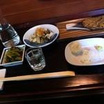 浅田 - つまみ(わさび醤油漬・焼味噌・きのこのおろし和え)・女鳥羽の泉(純米吟醸)