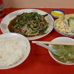童童 - 料理写真:レバニラ定食 750円
