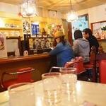 カフェ・ド・ブルー - 増設されてて奥は広い、時間もかかりますと・・お断りも