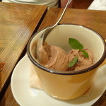 チャコールグリル グリーン - 本日の自家製アイスクリーム
