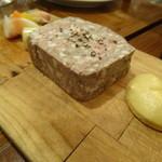 チャコールグリル グリーン - 鶏白レバーと豚肉のパテドカンパーニュ