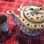 山麓キッチン - まずお茶が運ばれてきます