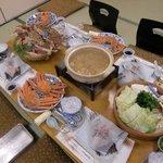 リバーサイド まるやま荘 - 料理写真:4人分の机の上