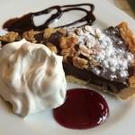 Cafe FLEUR - スイートチョコとローストナッツのタルト♥︎