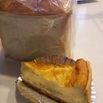 27064097 - 食パンとキッシュ