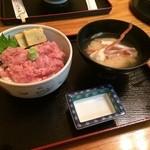 横田食堂 - まぐろとろ丼