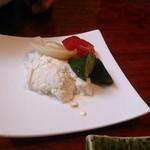 鮨亭 笹元 - 豆腐と野菜の浅漬けです。
