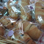 牧園町特産品販売所 - 美味しそうなパンも!