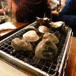 浜印水産 - 活貝!浜焼き盛り合わせ980円