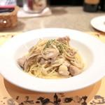 ジャファンス - パスタランチ:備中若鶏とキノコの白ワインソーススパ '14 4月下旬