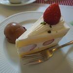 27077250 - ショートケーキ&チョコレートアイス