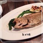 ツバメ食堂 - メインの魚✳︎ 塩加減が抜群で、中はふっくらの身が美味しかったが…処理されて無いのでビックリする程の小骨と格闘❗️❗️これには、ちょっと予定外な感じで、とにかく身を食べるのが大変です。