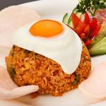 ビンタン - 料理写真:インドネシア版スパイシー焼き飯の『ナシ ゴレン』