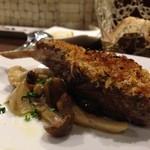 アルモニーア - オーストラリア産仔羊あばら肉の香草パン粉焼き