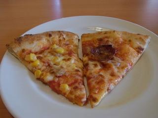 モダンパスタ 宇都宮鶴田店 - 食べ放題のピザ。2種類ずつ焼きたてを持ってくてくれます
