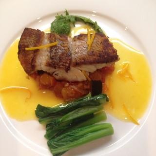 新鮮なお魚をパリッと香ばしく焼き上げます。