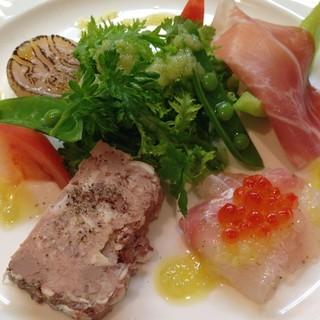 大原や京北の農家から直接仕入れた京野菜を使用しています。