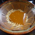 とんかつ浜勝 - 「盛り合わせかつ定食」すりこぎ棒で擂ったゴマに秘伝の辛口ソース