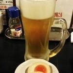 新宿かっぱ - 生中190円(税込205円)お通しは324円(税込)