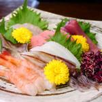 味蔵舞 - 料理写真:【お造り】旬の魚を毎日市場にて仕入れております。