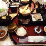 27095783 - 左の鍋は湯豆腐