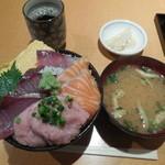 魚の旨い店 - 三色丼¥730-