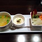 27101095 - 前菜盛り合わせ(スープ、カリフラワーのムース、サラダ)