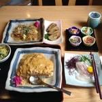 27103718 - かつ皿、富士宮焼きそば、駿河三昧、今日の白身魚のお刺身(石鯛)、黒はんぺん