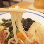 手延べうどん 黒田藩 - もっちりでやわらかな食感の博多うどんは胃にも優しい。