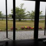 馳走家 こいこい本店 - 店内から大淀川を望む
