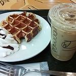 スターバックス・コーヒー - アメリカンワッフルwithホイップ¥260&アイスショートラテ¥320