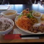 スリーズカフェ - 料理写真:すごいボリュームのワンプレートランチ(1200円)