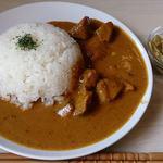 エイケイコーナー - AK Corner @板橋本町 豚肉とカボチャのレッドカレー 680円(税込) と オープン記念サービスのタケノコサラダ