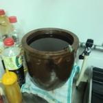 焼肉 いこい - いこい自家製タレ。この壺に継足して50年あまり。
