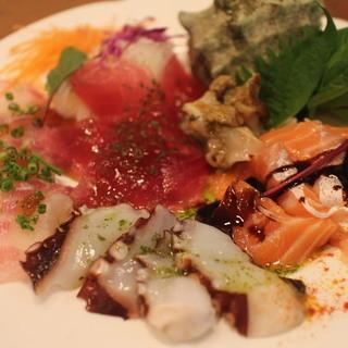 魚屋おやじのサービス一皿★名物!魚屋ビストロ鮮魚のカルパチョ
