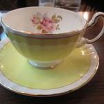 27119111 - 綺麗なティーカップは、AYNSELY