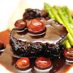 ベトラーヴ - 山梨県産猪肩ロースの赤ワイン煮込み