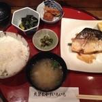魚菜おかずいろいろ - 本日のおまかせ定食 さばの煮つけで頂きました。