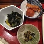 魚菜おかずいろいろ - わかめの酢の物、きんぴられんこん、ミートボールなど