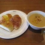 フォルクス - パンとコーンスープ