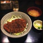 27124959 - ソースカツ丼 味噌汁と漬物が付いてきます