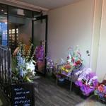 ワインバー コリエドール - お祝いのお花がいっぱいです☆