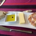 27133258 - パン、バター、オリーブオイル