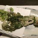 酒ありき肴与一  - タラの芽とコシアブラの天ぷら