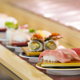 鮮度抜群の活魚や、長浜の鮮魚市場で仕入れた旬魚が楽しめる